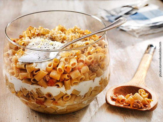 Macaroni with minced meat and Greek yoghurt