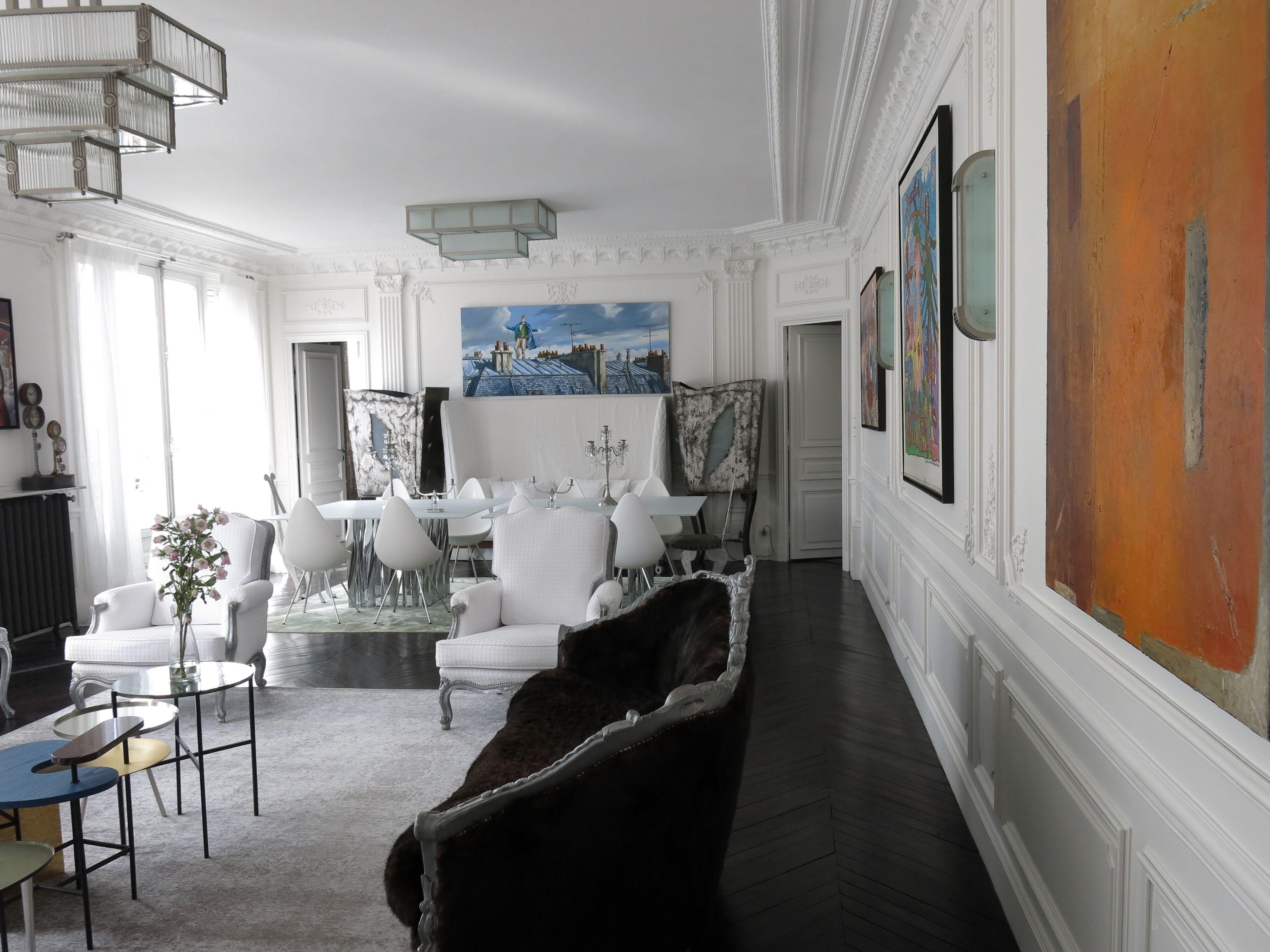 Salon parquet noir murs moulurés Auberlet&Laurent
