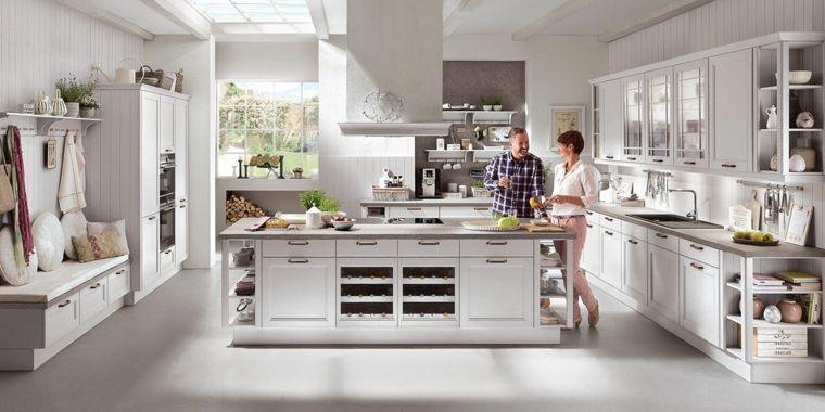 arredo-cucine-in-muratura-bianche-grandi-dimensioni-isola-attrezzata ...