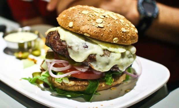 The 10 Most Expensive Burgers In Restaurant History Money Inc Burger Restaurant Burger Restaurant History