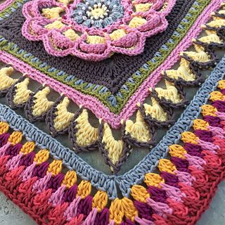 (US) Mandala Blanket Part 4 by Sabina Poonwassies ✿⊱╮Teresa Restegui http://www.pinterest.com/teretegui/✿⊱╮