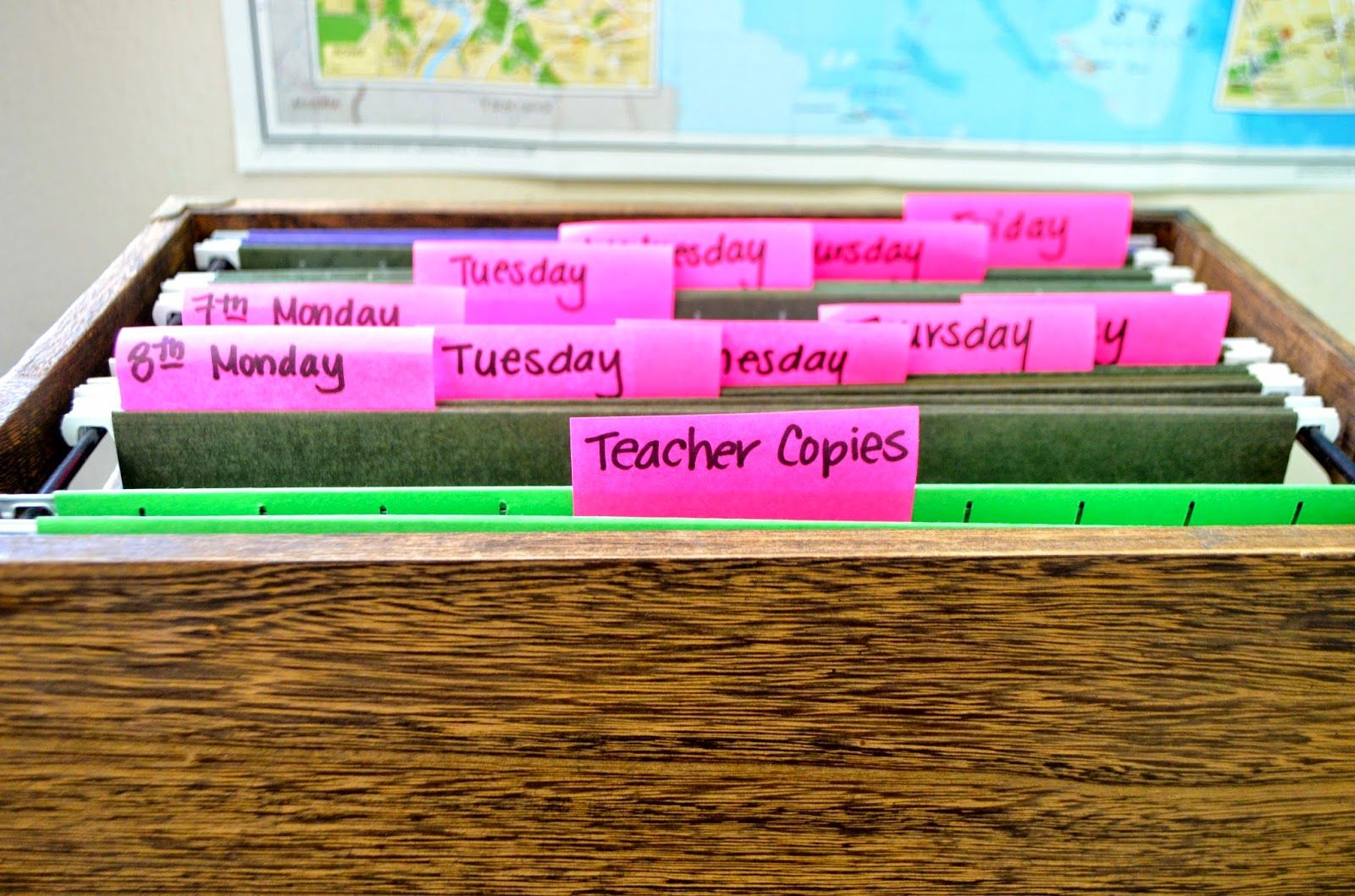 How To Organize Student Handouts