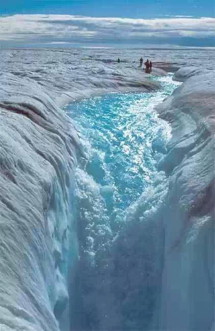 Amazing waterfall in ice! Impressive!