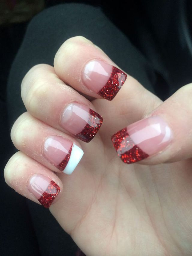 30 festive Christmas acrylic nail designs: Red Christmas acrylic nails u2013 would be cute with any color for everyday nails