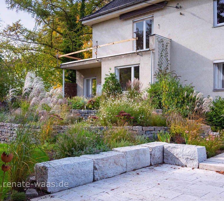 Bei Einer Kundin Ende Oktober Im Garten Eigenwerbung Herbstlicher Garten Mauern Und Stauden Wurden Letztes Jah Garten Design Gartenarchitekt Gartentreppe