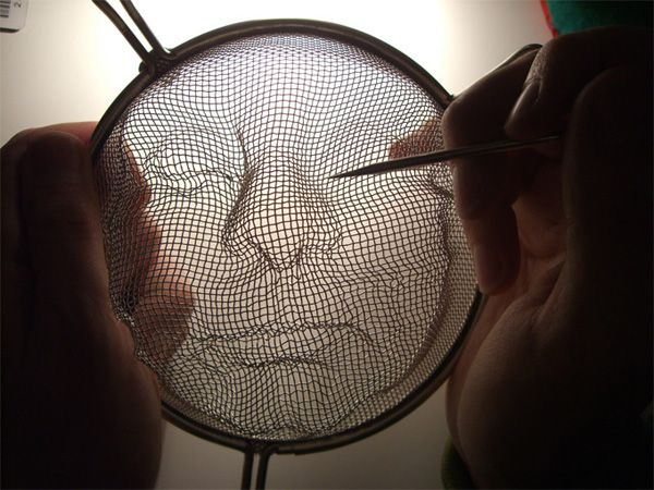 Isaac Cordal creates portraits out of kitchen strainers then sets them up in public spaces with lighting, creating 3d portraits. GENIUS !