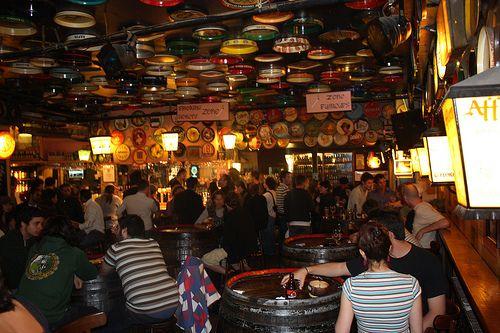Het delirium café is ideaal om met je vrienden iets te komen drinken en te kiezen tussen het uitgebreid bierenassortiment.