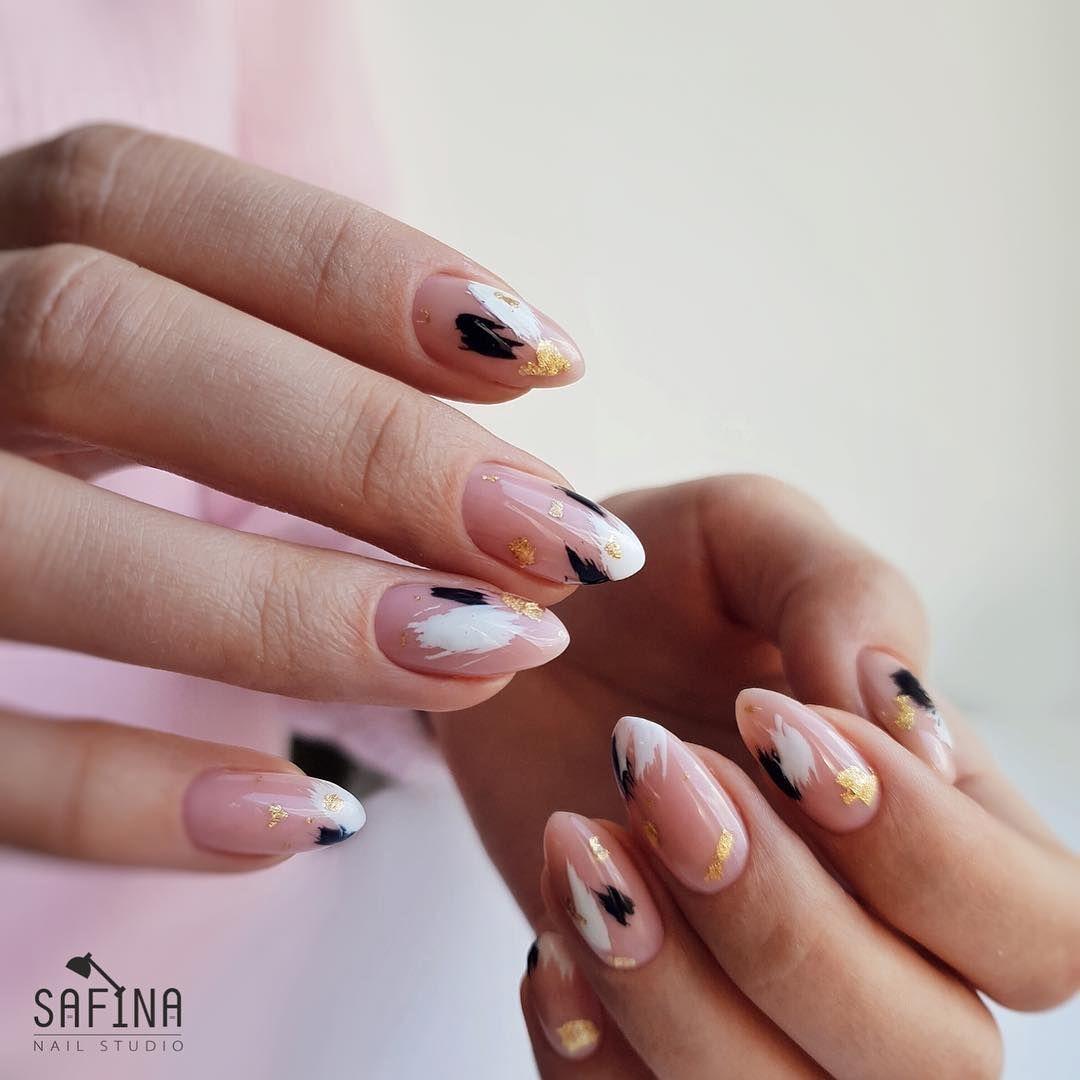Na Dannom Izobrazhenii Mozhet Nahoditsya Odin Ili Neskolko Chelovek I Chast Tela Krupnym Planom Almond Acrylic Nails Glam Nails Minimalist Nails