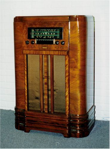 Pin By Janet Judge On Back In Time Antique Radio Vintage Radio Vintage House
