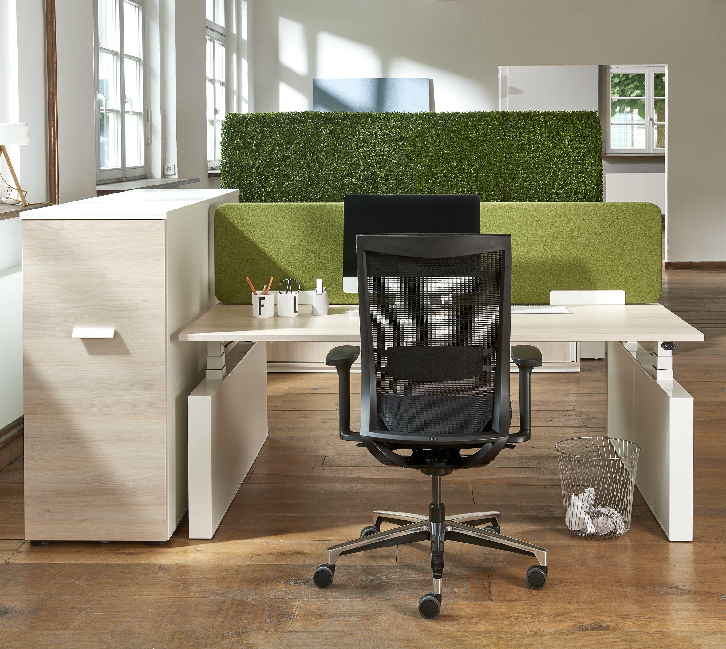 Ergonomisch Arbeiten mit dem Febrü One Bürodrehstuhl, der sich ...
