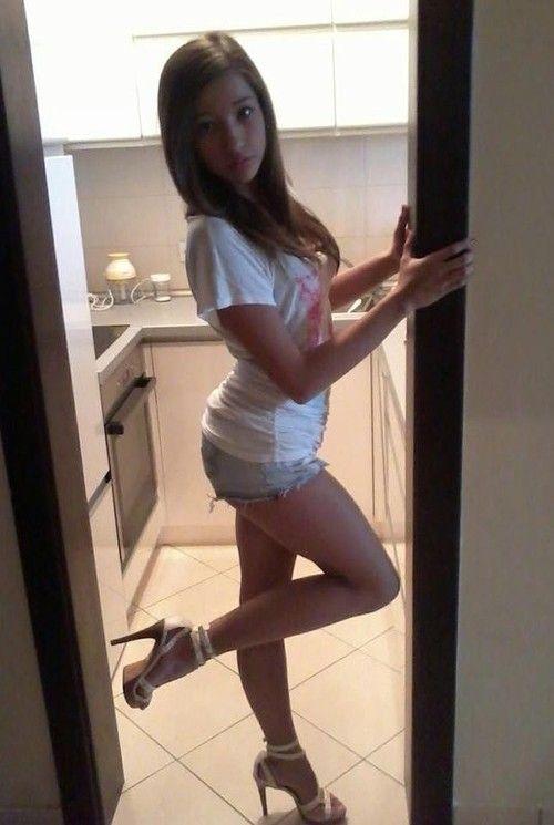 teen vigin short shorts selfies