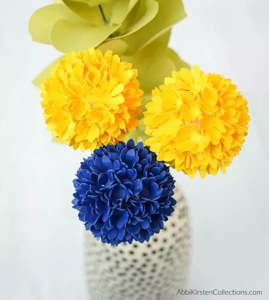Billy Button Paper Flower Tutorial And Free Template In 2020 Flower Tutorial Paper Flowers Billy Buttons