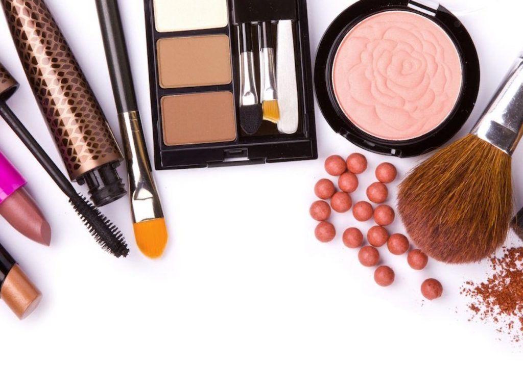 Você sabia que as maquiagens tem data de validade? Aprenda quais cosméticos…