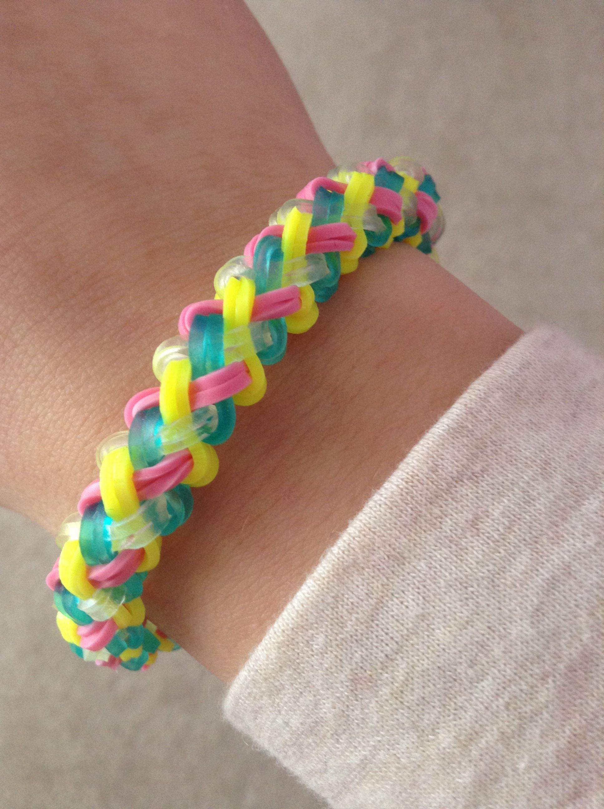 lacer dans moderne et élégant à la mode thésaurisation comme une denrée rare RAINBOW LOOM braided bracelet. SUPER EASY!! | Rainbow Loom ...