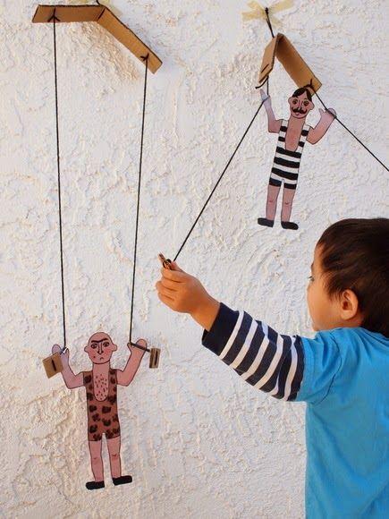 CON MI CHAPARRIN: DIY climbing cardboard toys circus men!