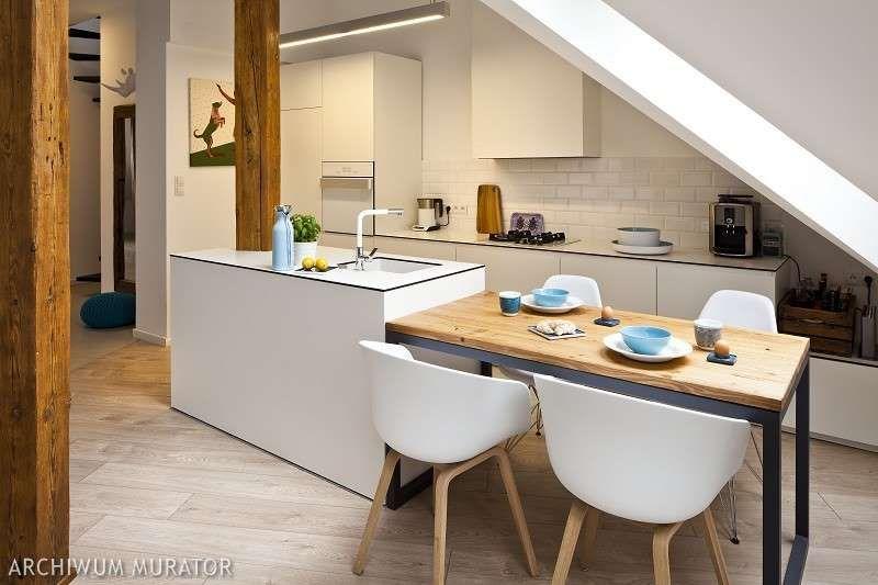 Przytulny Pokoj Na Poddaszu Wnetrza Pod Skosami Mieszkanie Na Poddaszu Home Home Decor Interior