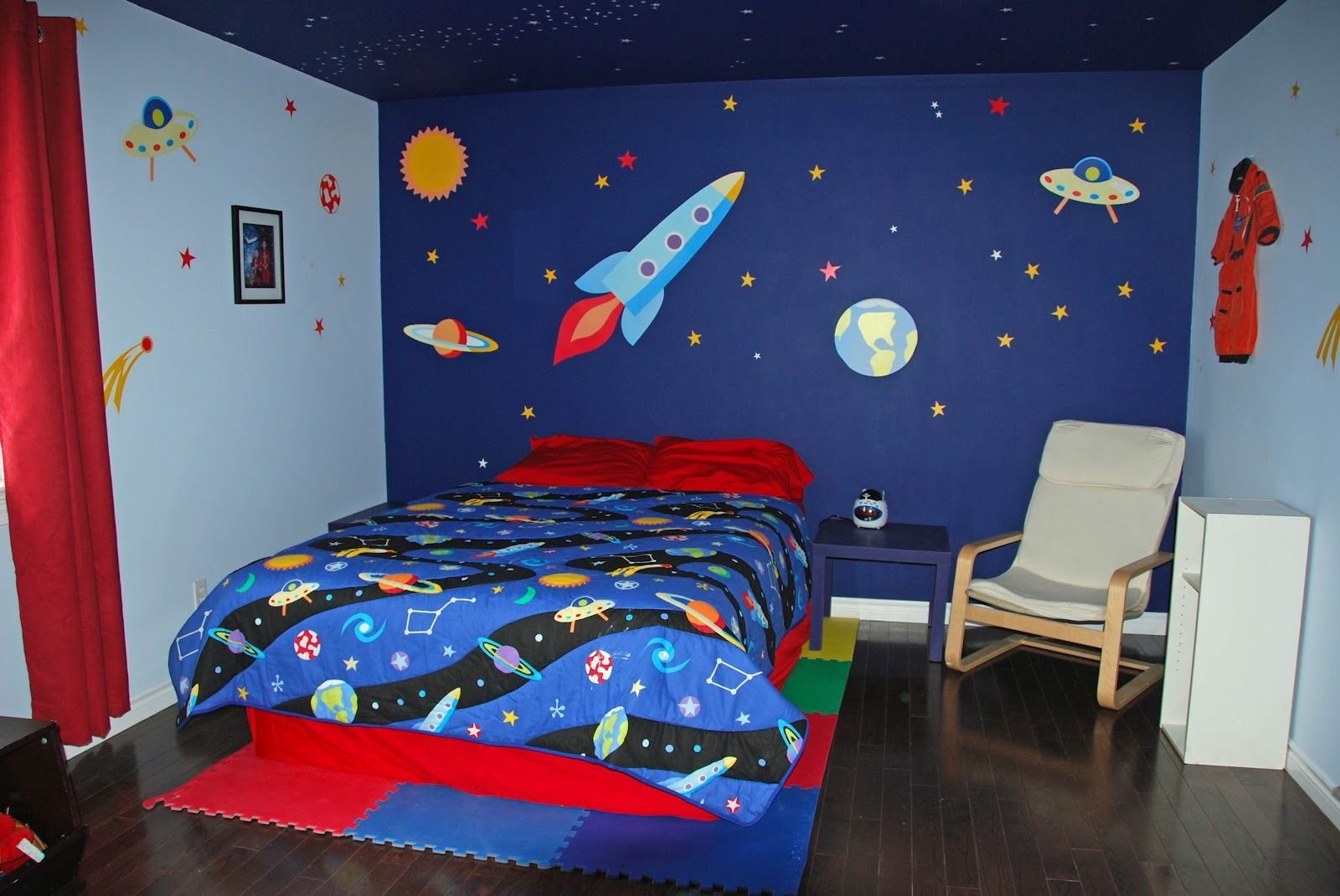 15 Fun Space Themed Bedrooms For Boys Space Themed Bedroom Bedroom Themes Outer Space Bedroom