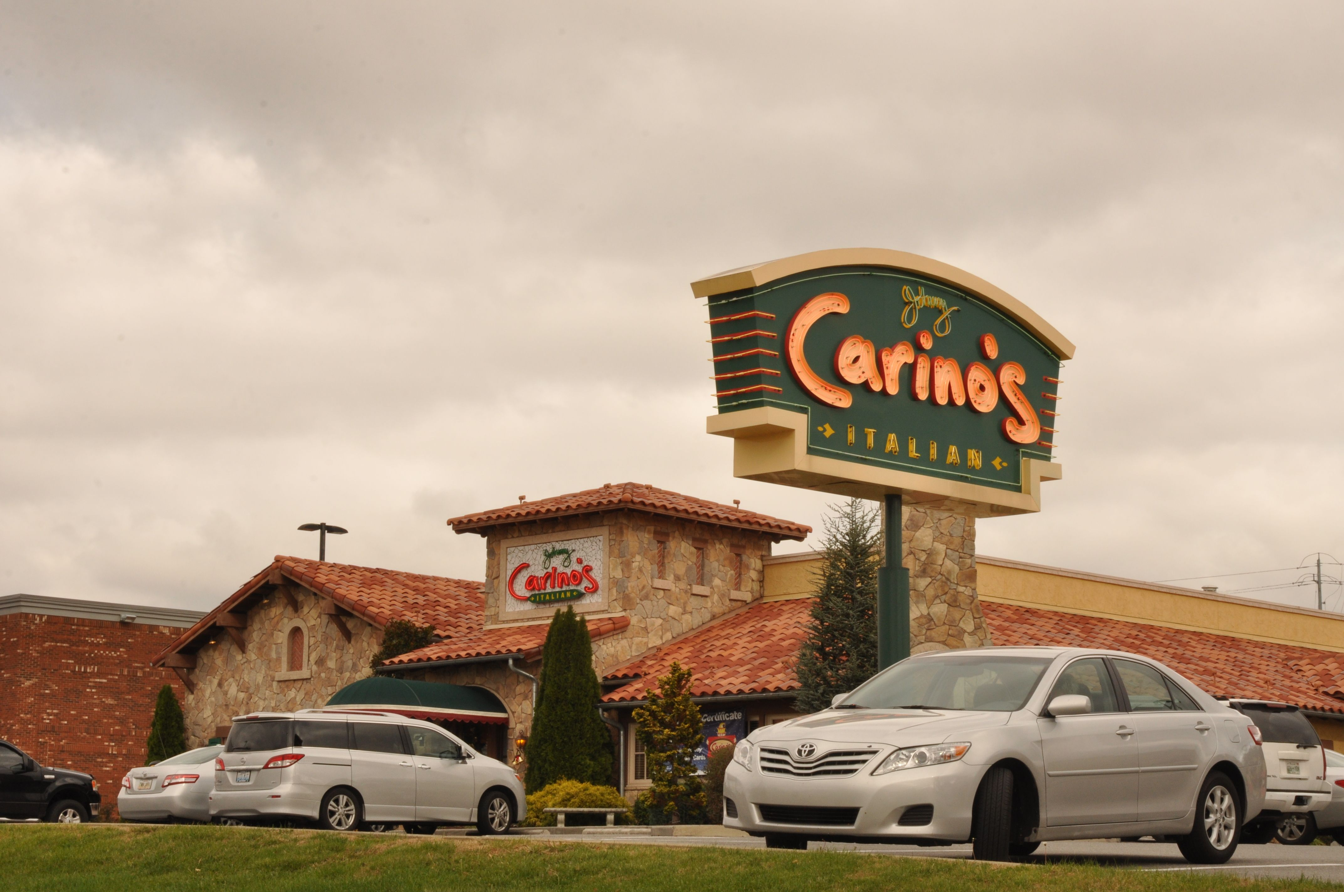 Johnny Carino S Italian Delicious Bread And Dishes Located In Pigeon Forge This