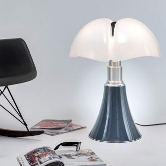 A L Occasion D Une Collaboration Lumineuse Martinelli Luce Revisite La Pipistrello Bleu Ardoise En Exclusivite Pour Laur Lampe Pipistrello Laurie Lumiere Deco