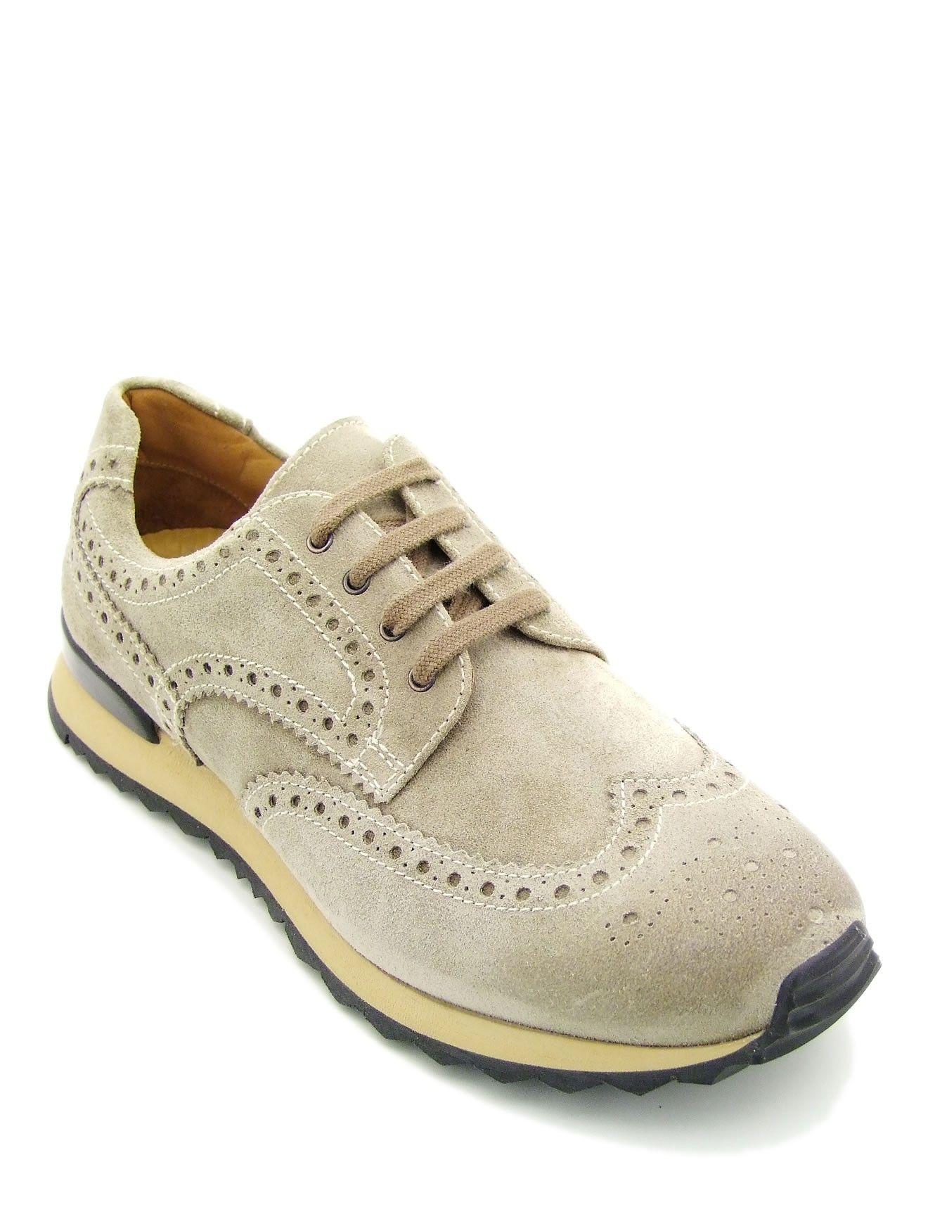 Sneaker stringata realizzata in morbida pelle beige scamosciata. Punta  riportata a coda di rondine 3021454258d
