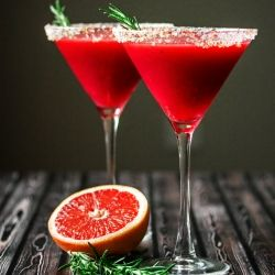 Raspberry rosemary martini nel 2019 cocktails drinks 3 for Cucinare juicer