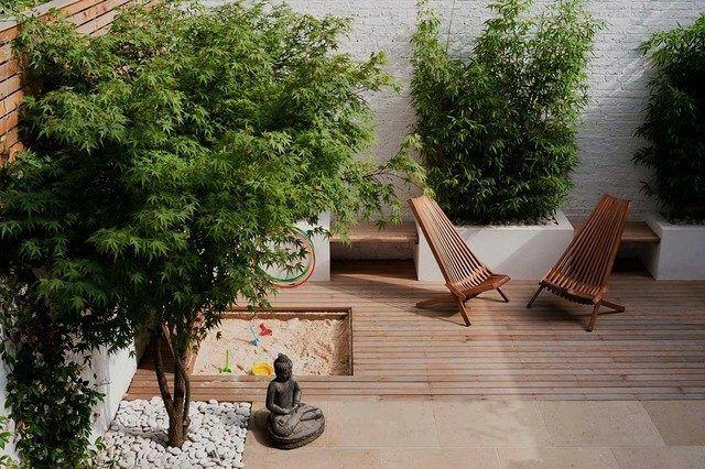 kleiner Innenhof einrichten Ideen Bäume niedrig Pflanztöpfe Buddha - kleine garten gestalten bilder