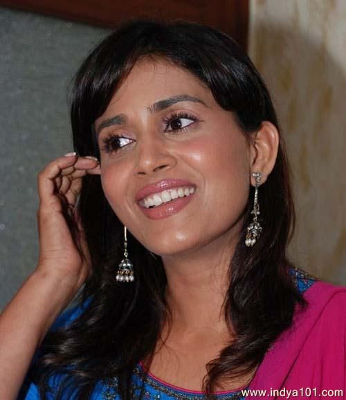 sonali kulkarni biography