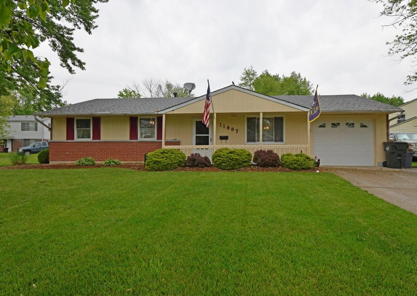 This property is listed at $119,900. Picture perfect 3BR/2BA Ranch with new laminate flooring throughout. Large rooms, beautiful yard with large shed, front porch, garage and additional parking pad next to house. Great cul-de-sac location! 11887 Algiers Dr Sharonville OH 45246 (MLS# 1493811) - Comey & Shepherd Realtors
