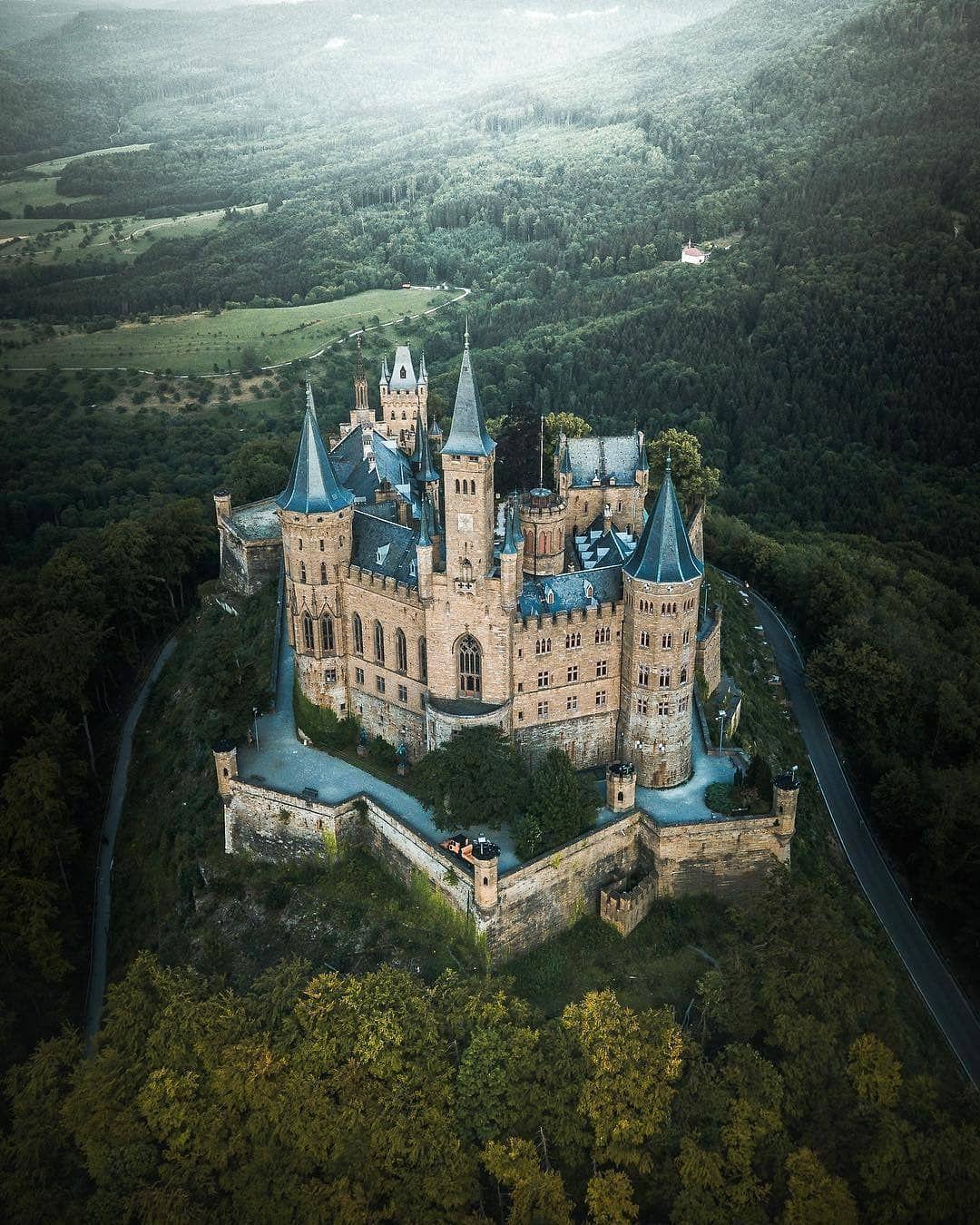 Berg Hohenzollern Germany Mit Bildern Schone Gebaude Mittelalterliche Burg Burgen Und Schlosser