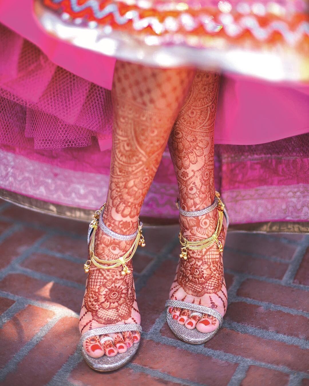 Gorgeous mendhi on a bride\'s feet in this Catholic-Hindu wedding on ...