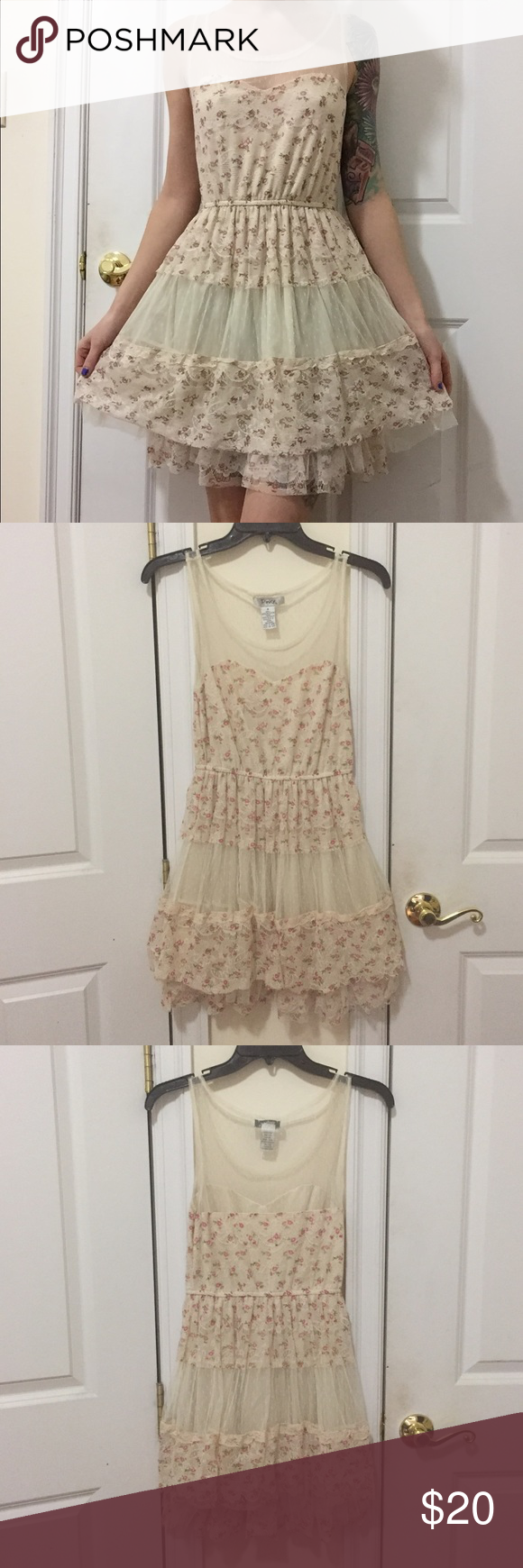 lace summer flower dress adorable dress, perfect condition. Dresses