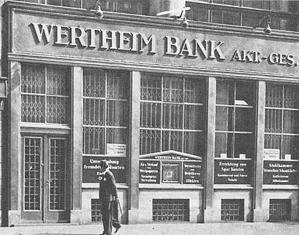 """Leipziger Straße 131 (?), Erdgeschoss der Wertheimbank, als Teilruine in den 90er Jahren bis zum Abriss Disko """"Tresor"""","""