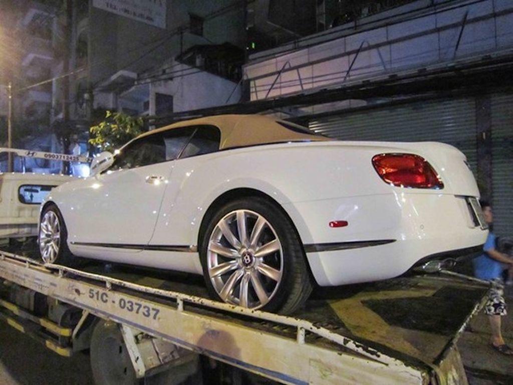 Bentley GTC V8 12 tỷ chính hãng ra biển trắng tại Việt Nam
