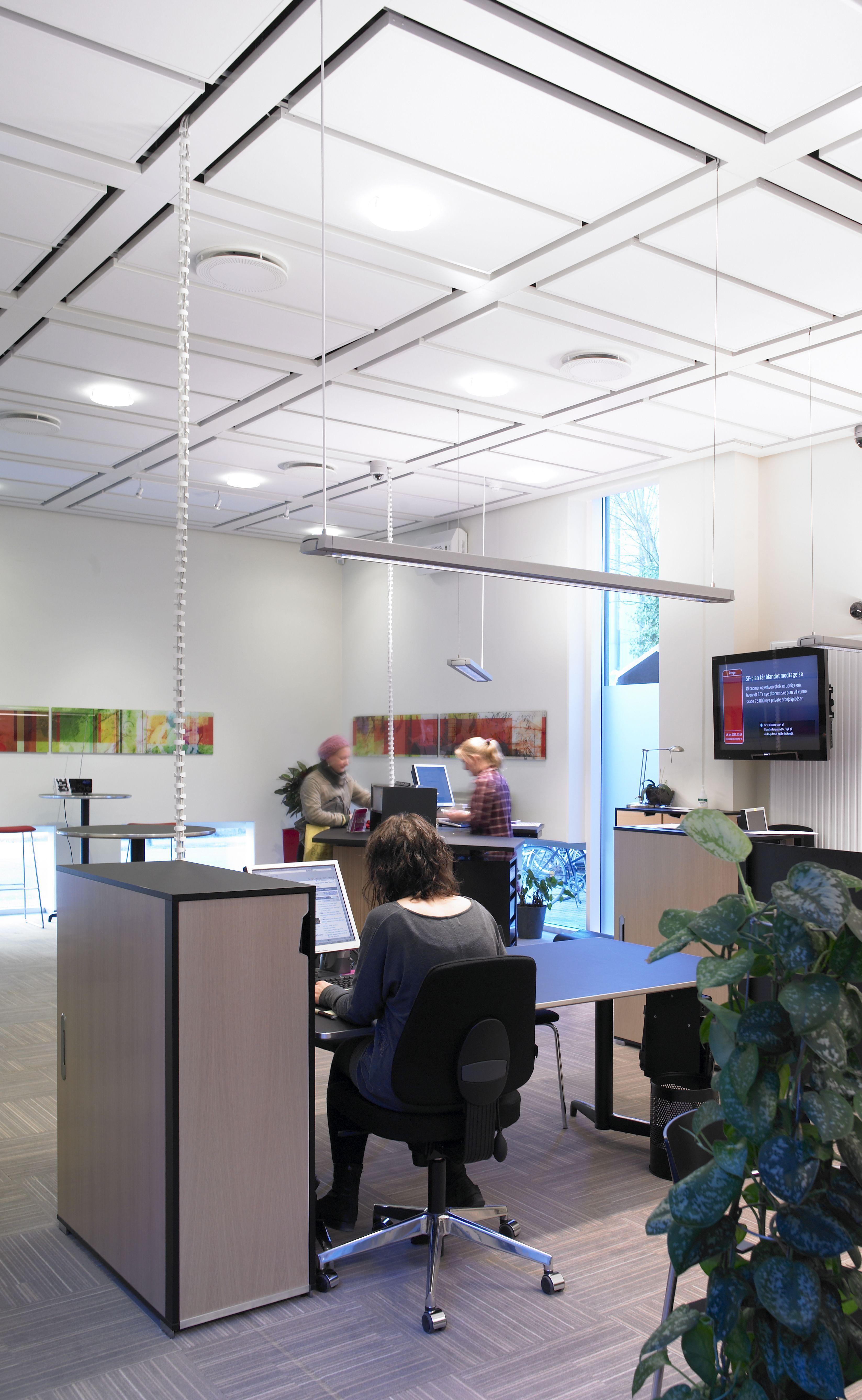 Middelfart Sparekasse - skriveborde - kontormiljø - overfalde - Desktop - Furniture Linoleum – Forbo – interior design