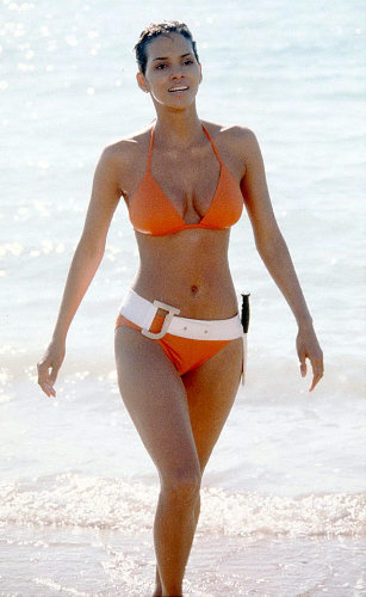 nude bikini flash gif