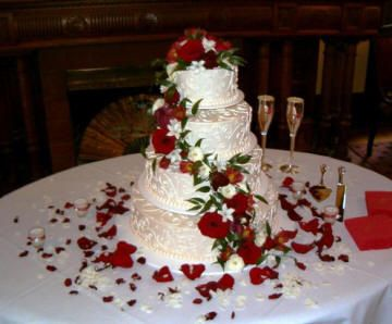 Gateaux De Mariage C Creates A Cake Wedding Cakes Red