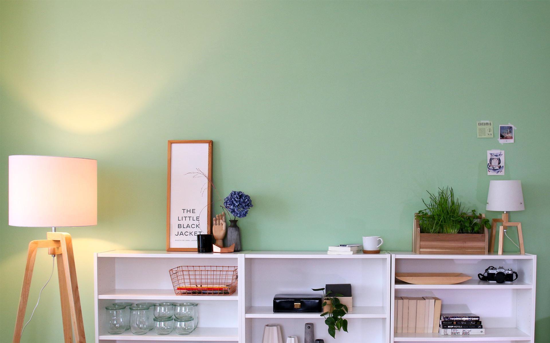 Green Living Berlin no 10 hüterin der freiheit im wohnzimmer coopers apartment