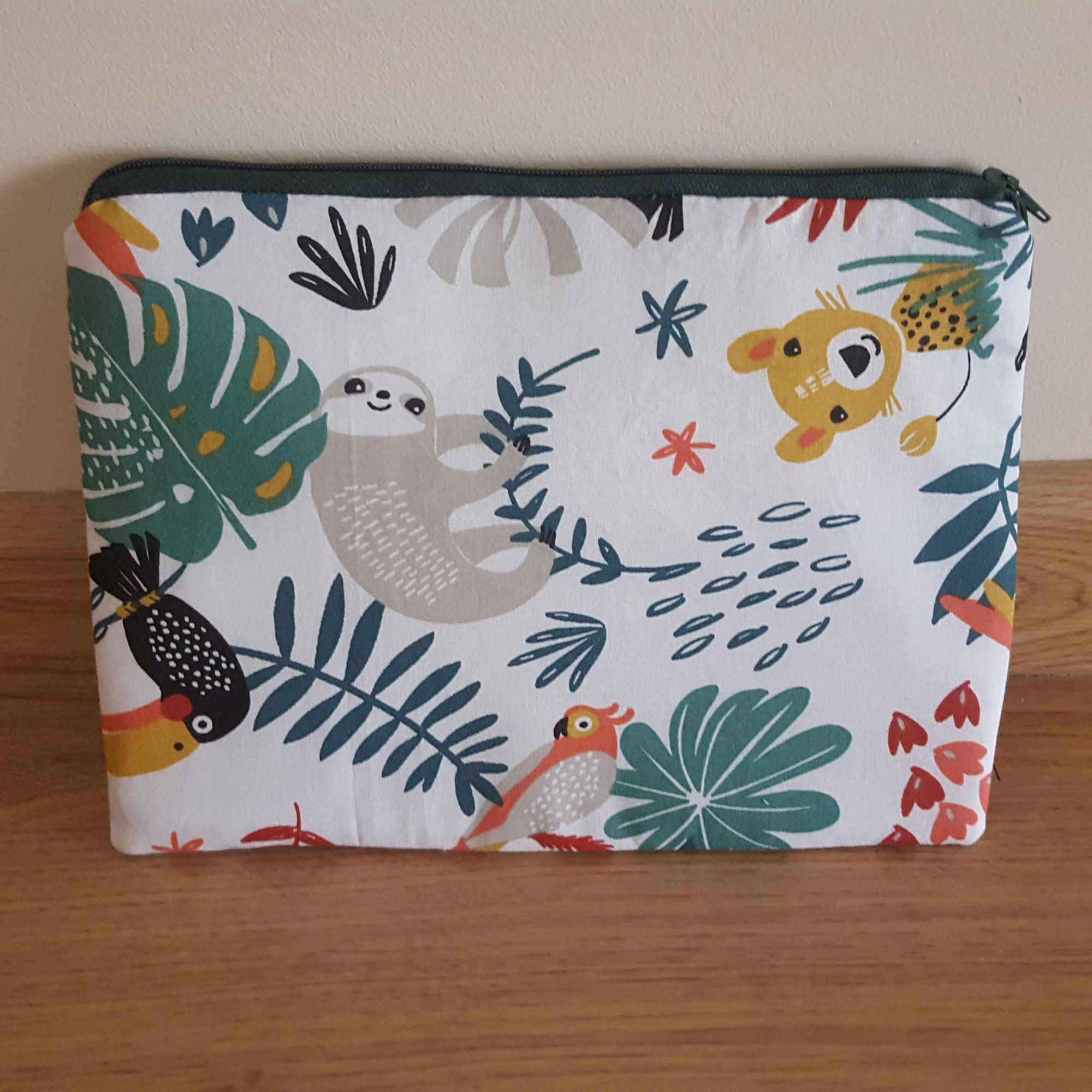 Sloth Zipper Pouch Sloth Purse Tropical Zipper Purse Purse Organiser With Sloths Jungle Pencil Pouch Sloth Gift Sloth Gift Interfacing Sewing Etsy Crafts
