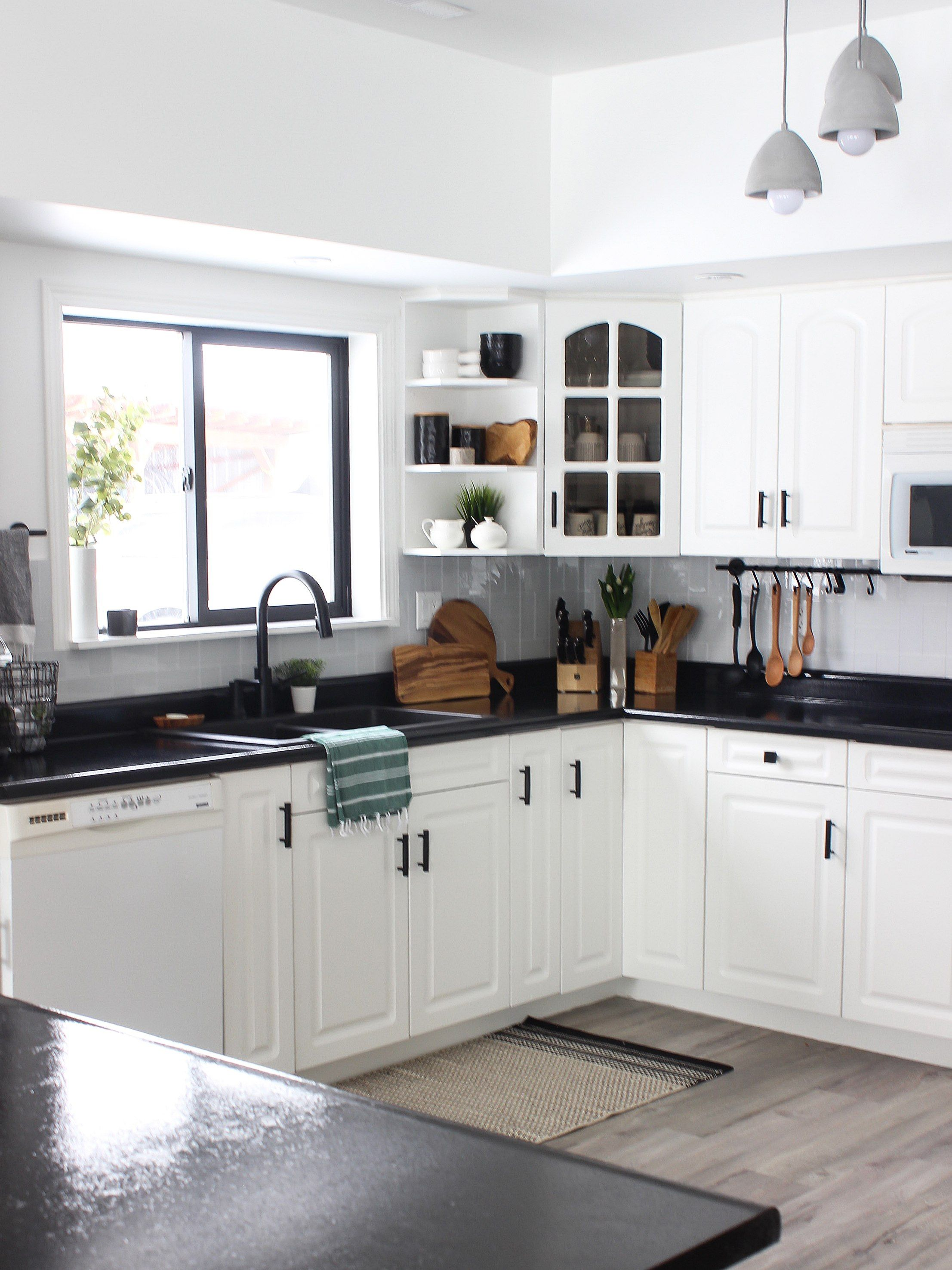 White Kitchen Cabinets With Black Countertops Are The Next Big Reno Trend In 2020 Modern Black Kitchen Black Countertops White Cabinets Black Countertops