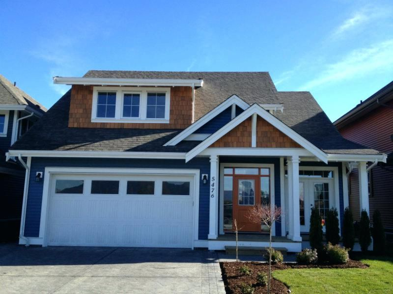 Blue Vinyl Siding Lowes Blue Vinyl Siding With White Trim Job 12 236 Vinyl Siding And Cedar Shakes Blue Viny Blue Vinyl Siding House Exterior Blue Vinyl Siding