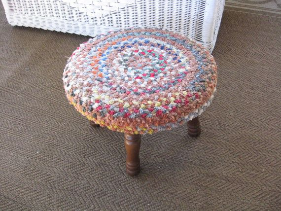 Braided Rug Round Foot Stool 4 Legged Ottoman par TarnishAndTatters $15.00 & Braided Rug Round Foot Stool 4 Legged Ottoman par ... islam-shia.org