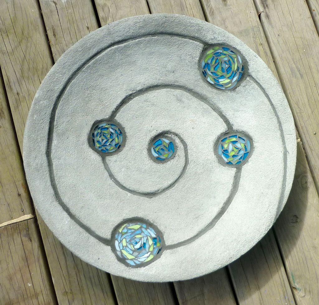 Spiral Garden Bowl | Mosaik, Keramik und Vogeltränke