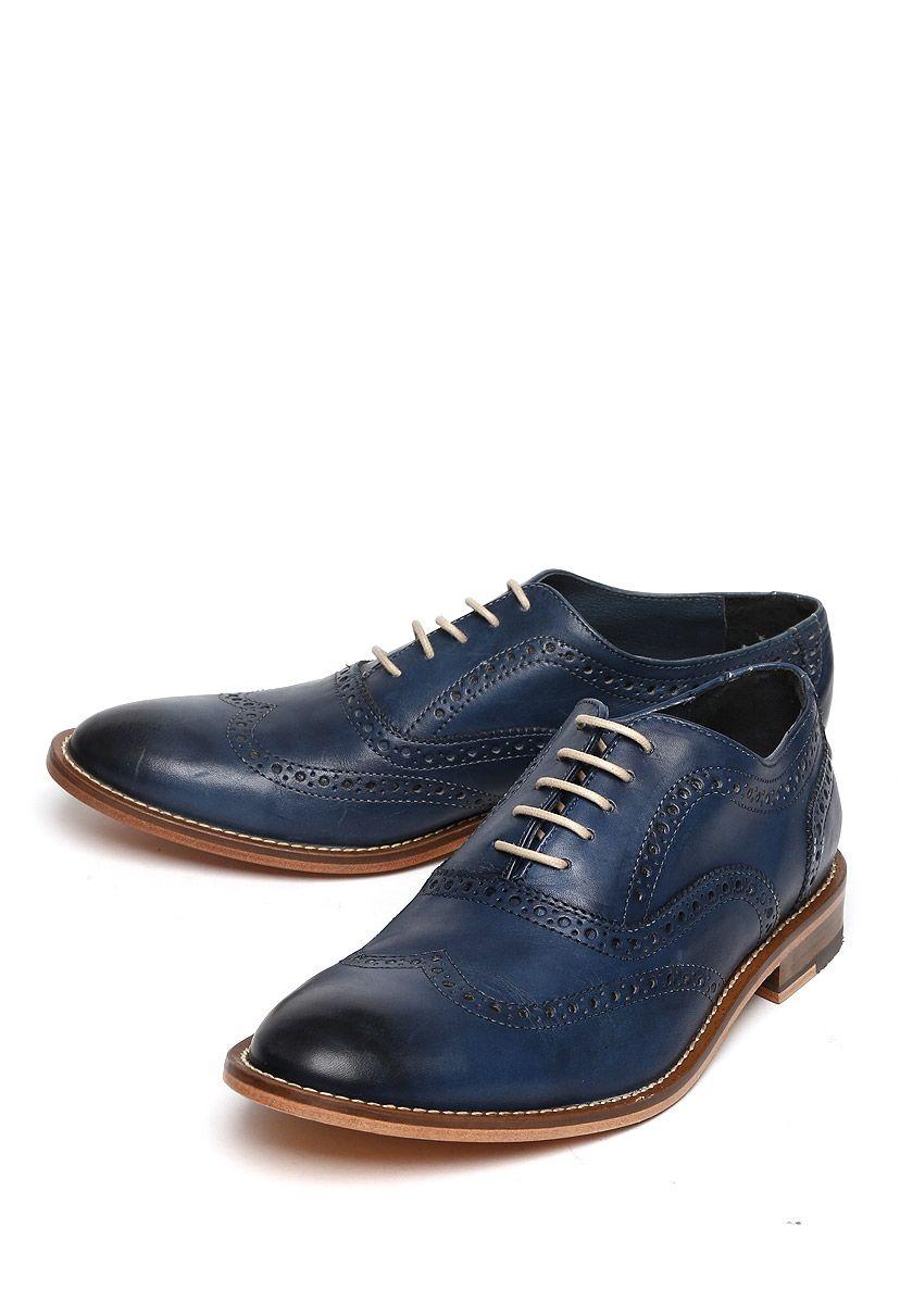 fa5cef38 Zapato Michel Domit Zapato estilo bostoniano color azul en superficie lisa  con costuras en relieve, calado decorativo y ajuste con cordón.