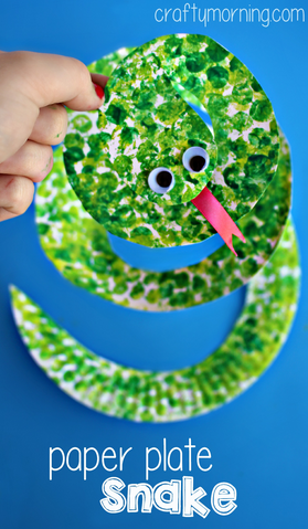 Paper plate snake craft using rolling pins bubble wrap for Reptile crafts for kids
