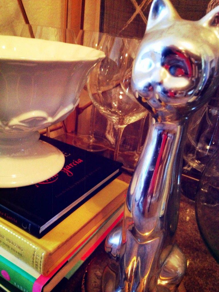 Arrayofstyle.com #DIY #decorate #nicknacks #chic #barcart #cat #books #glasses #bar #drinks #retro #homedecor #thrift