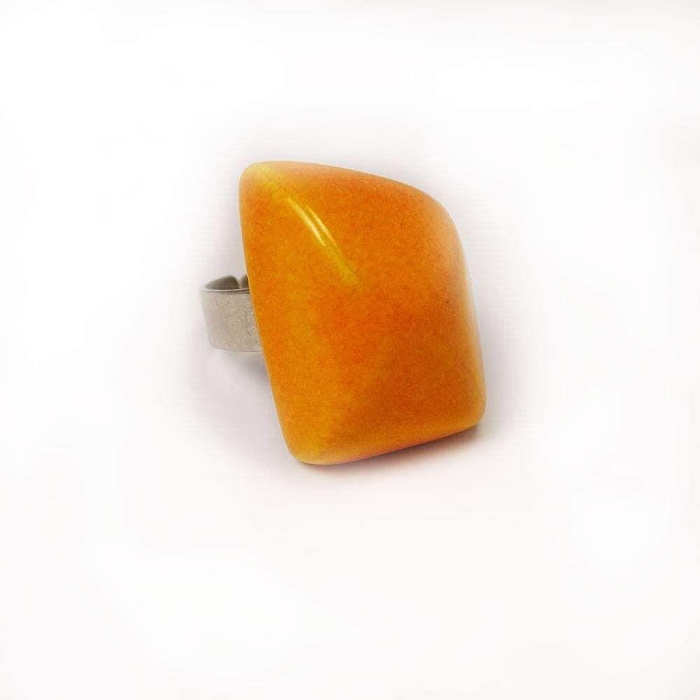 Narančasti prsten u obliku kamena  #roke #keramickinakit  #handmadeceramics #unikatniprsten #uniquejewelry #handmadejewelry #jewelry #handmade #oneofakindjewelry #jewelrydesigner #jewelryaddict #unique #jewelrydesign #fashion #instajewelry #jewelrygram #handcraftedjewelry #statementjewelry #jewelrylove #fashionjewelry #jewellery #oneofakind #artjewelry #jewelrymaking