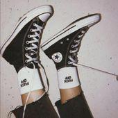 """ästhetischer grunge vintage auf Instagram: """"Wear or tear? 👇🏻 Socken von Deni ... -"""