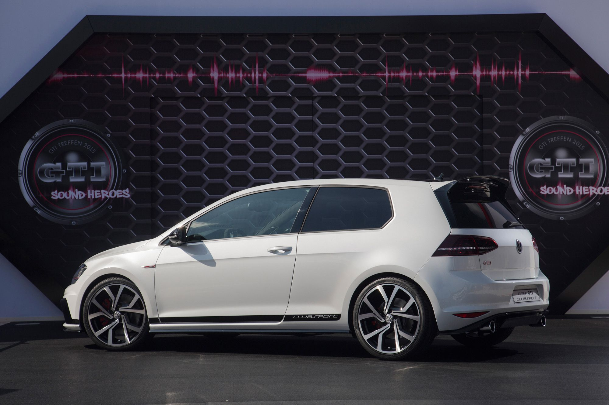 vw golf gti clubsport mit 265 ps sehnt sich nach. Black Bedroom Furniture Sets. Home Design Ideas