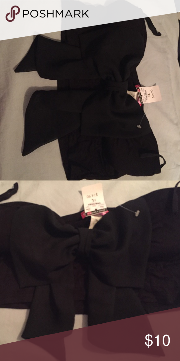 Cute Bandeau/Crop Top with bow Cute Bandeau/Crop Top with bow Body Central Tops