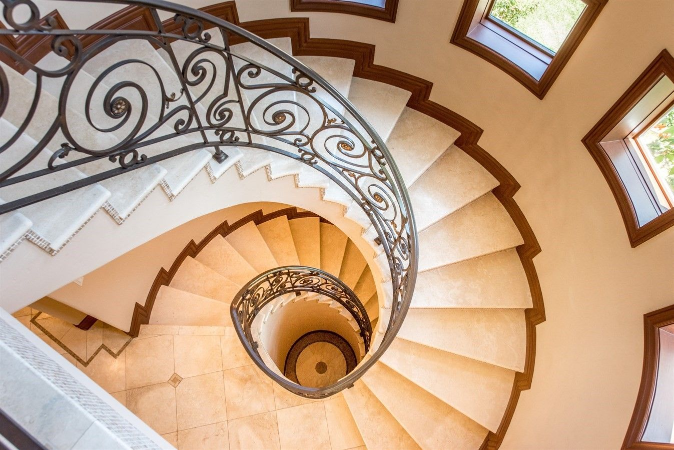Best Dramatic Spiral Staircase Is Fit For A Palace Los Altos 400 x 300